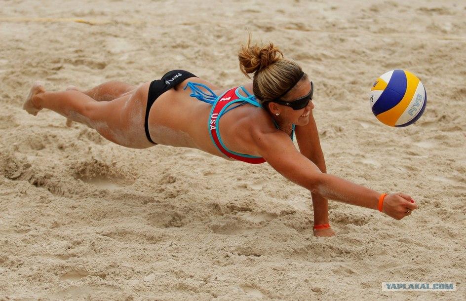 Пляжный волейбол голых девушек, фото голых зрелых сексуальных женщин